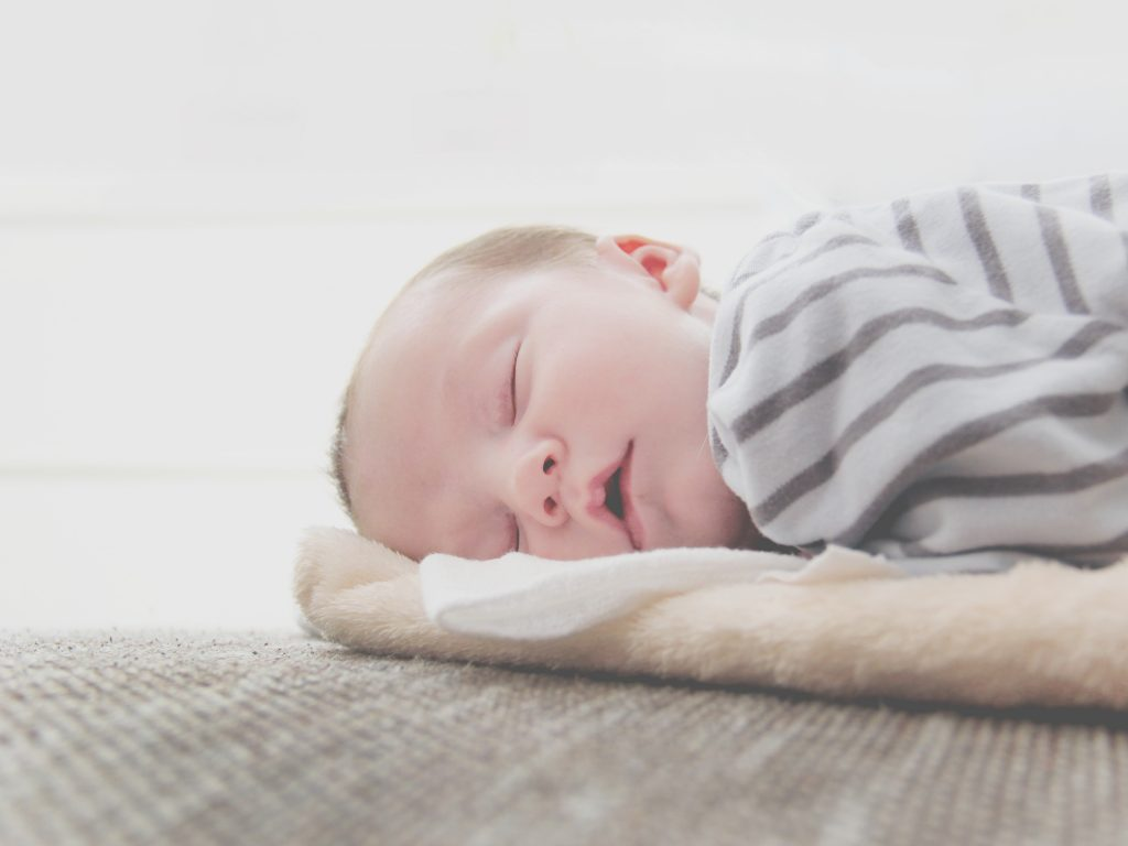 Livesaving Tips for How to Get Newborn to Sleep in Crib